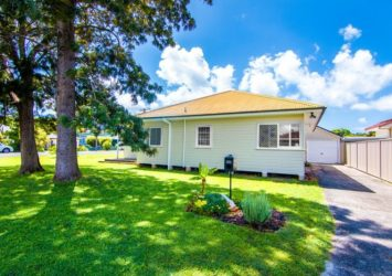 Pacific Coast Holidays | Forster Lakeside Rentals