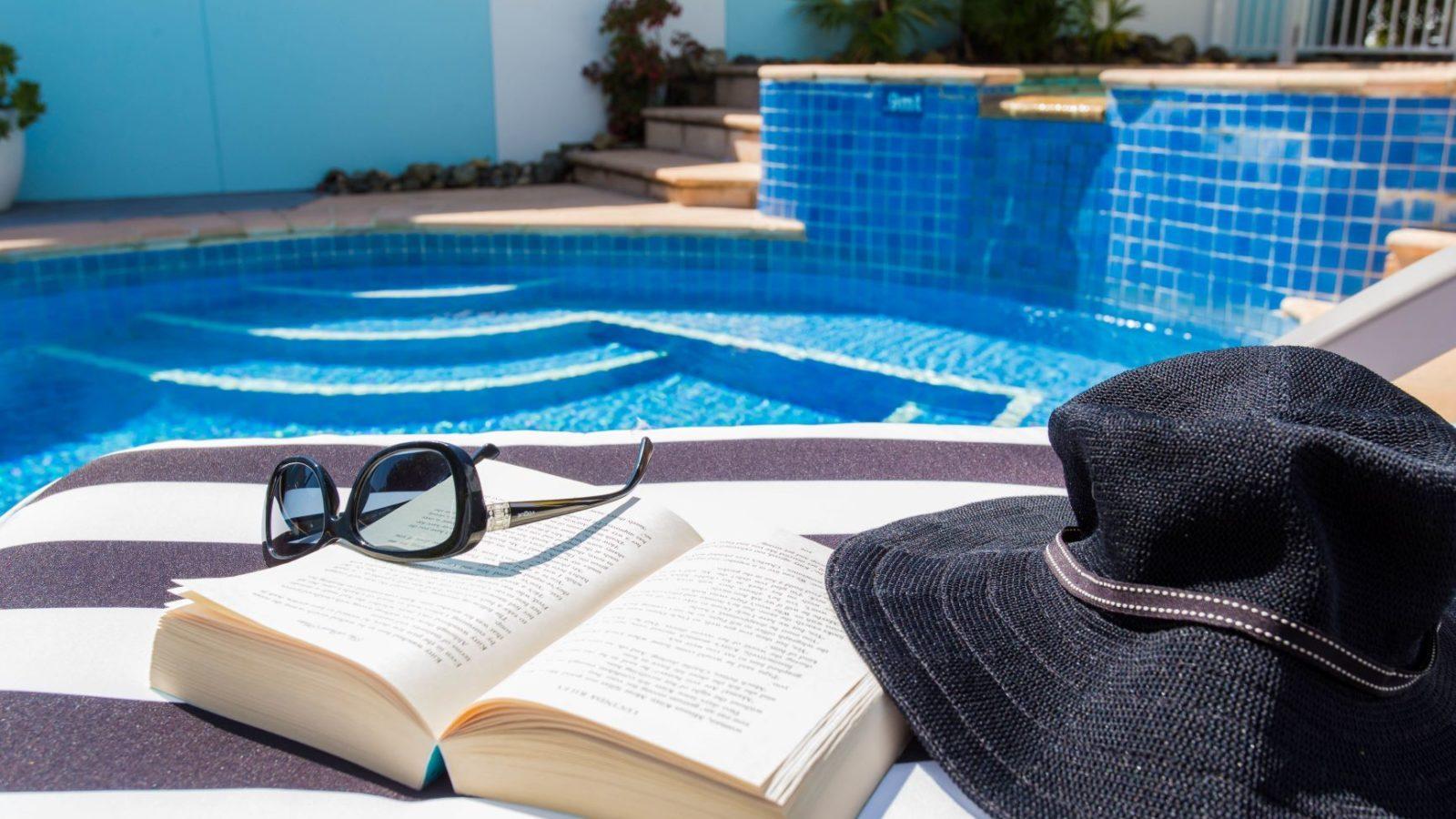 Blueys Motel poolside ambience