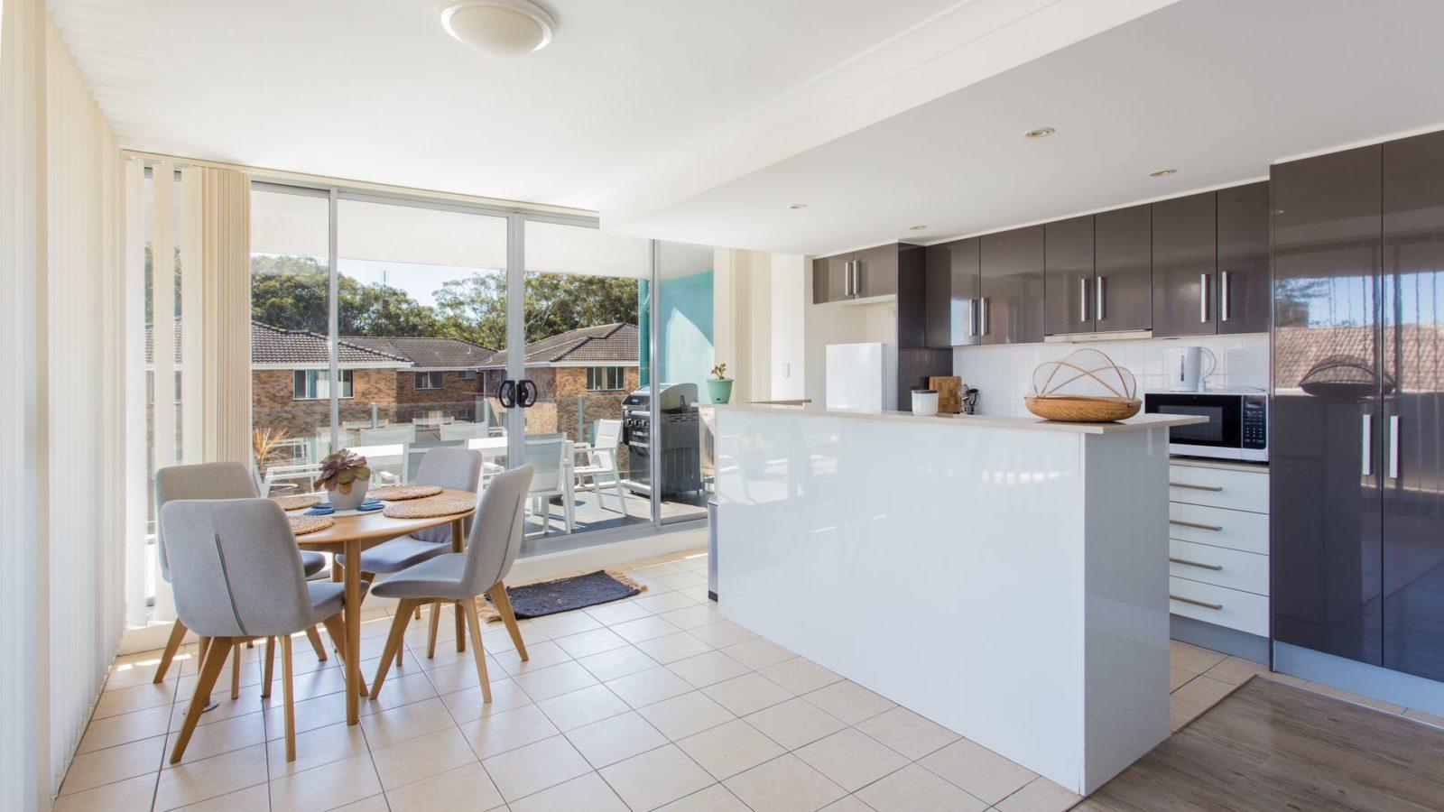 Shores 303 kitchen