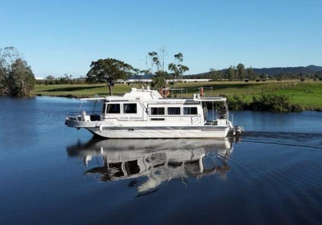 Myall Lakes Getaway Houseboats
