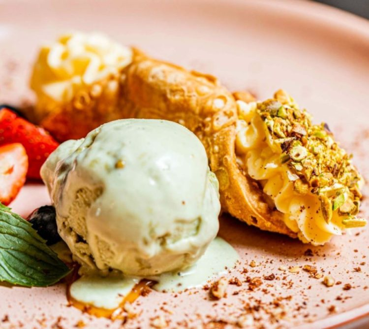 Our famous cannoli